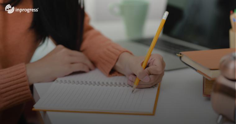 Szkolenia stacjonarne, online i hybrydowe – na czym to polega?